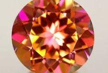 Jewelleries, pearls and old beautiful mirrors! / Vanhoja kauniita peilejä, ihania helmiä ja upeita koruja!