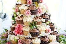 Wedding Cakes  / Beautiful, floral wedding cakes.