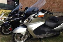 Scooteroni e vecchie moto / Burgman 650 , kymco 500 , lambrette e vecchie Guzzi ....