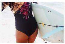 SURF OUTFITS / wetsuits, surfsuits, maillots de bain pour le surf, leggings