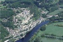"""Beynac-et-Cazenac ¤(Dordogne, France / RégionAquitaine. DépartementDordogne. Arrondissement Sarlat-la-Canéda. Canton Sarlat-la-Canéda. IntercommunalitéCommunauté de communes Sarlat-Périgord noir. Maire, MandatAlain Passerieux 2014-2020. Code postal24220. Démographie Gentilé Beynacois. Population municipale552 hab. (2012). Densité b43 hab./km2. Altitude Min. 53 m – Max. 288 m Superficie 12,74 km2. Superficie 10,95 km2. Village classé parmi les """"plus beaux villages de France""""."""