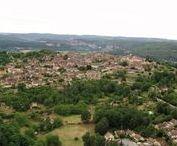 """Domme (La Bastide de), ¤(Dordogne, France). / RégionAquitaine. DépartementDordogne. ArrondissementSarlat-la-Canéda. CantonVallée Dordogne. IntercommunalitéCommunauté de communes de Domme-Villefranche du Périgord Maire MandatJean-Claude Cassagnole 2014-2020 Code postal24250 Code commune24152 Démographie GentiléDommois(es) Population municipale989 hab. (2012) Densité40 hab./km2. AltitudeMin. 60 m – Max. 303 m Superficie24,91 km2. Superficie10,95 km2. Village classé parmi les """"plus beaux villages de France""""."""