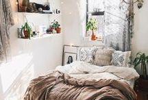 WONEN | Bohemian stijl / Plaatjes, foto's, quotes en producten die passen bij een bohemian interieur. Denk aan natuurlijke materialen en tinten, veel veren, hangmatten, fijne hoekjes, dromenvangers en planten.