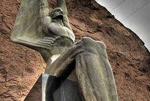 statues / Art in big size.