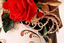 venetian mask / mask in sugar paste made Katia malizia -the arrengement flowers in gum paste made Renata Brocca