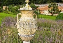 Urn your Keep / I'm always looking for old urns to put in the house and in the garden