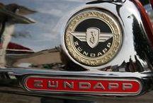 Tweewielers uit oude tijden. / Olde brommers en motoren kiekn bie JenMPictures. Vele vind je ook op http://www.oldtimerweb.be