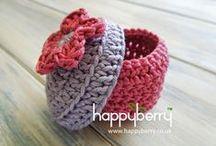 Haken in het klein / Crochet embellishments / Zelfgemaakte hebbedingetjes. / by Marjo Ankersmit