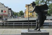 Monumenten / Deze beelden herdenken grote strijders die de Staat der Nederlanden lieten ontstaan als republiek, waar mensen niet om hun religie, huidskleur of taal werden vervolgd.