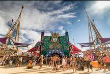 Boom Festival / O Boom é uma experiência transformadora, não apenas um festival. É um estado de espírito que perdura para além do que vivemos durante uma semana a cada dois anos na Lua Cheia de Agosto. O Boom existe para refletir e intervir sobre as mudanças que ocorrem no universo, através da criação de uma realidade alternativa que alimente o Ser e a Grande Transição. O espírito do Boom vive-se, sente-se, transforma o Ser.