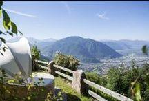 Hotel Schönblick Belvedere / Wie schon der Name Hotel Schönblick Belvedere verrät, eröffnet unser drei-Sterne-Superior Hotel auf 1.080 Metern Höhe seinen Gästen einen weiten Blick über Bozen und freie Sicht auf den Dolomiten bis hin zur südlichen Landesgrenze von Südtirol.  Als Vitalpinahotel und Wanderhotel haben wir uns auf das Aktiv sein und Genießen in alpiner Landschaft spezialisiert.