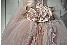 Dusty Pinks & Mauves / by Delicate Elegance Events