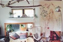 Home Inspiration / What we love is simplicity in design, a play of colors and the warmth of wood. Throw in an eclectic rug and we could overstay our welcome.