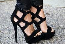 Shoes. / aquellos típicos zapatos que vemos nos encantan nos lo compramos y lo utilizamos 10 minutos una sola vez, porque nos acaban matando, pero al fin y al cabo nos encantan