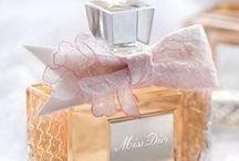 Tuoksua, tuoksua, tuoksua rakkauden... / Hajuvesiä, eau de gologneja, vartalovoiteita