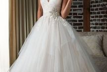 wedding dresses / looking for that perfect dress / by Jill Crawford