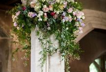 Dressed Pillars / Our stunning displays draw your eye up to the tops of these grand pillars.