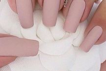 NAILS / Who doesn't love having cute nails?! I'm currently obsessed with short, square pink/nude nails!