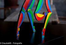 escultura en.placa de acero / placa de acero recortada y pintada y doblada.