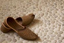 Pebble Tile / Pebble Tile creates a spa like fell in any bathroom.  It is also versatile enough to use in your Kitchen, Sun Room, Office, or Commercial Space. The beauty of the pebble mosaics is in the natural color, sizing, and textures.