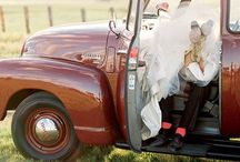 What do to with wedding parties? Hmmmmm... / Bunches of photo ideas for wedding parties