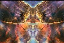 Mirrow Universe / When patterns are broken new worlds can emerge. Look a few seconds (suggestion) on that images and tell me what u see. This is no accicent. We look out and not into the mirrow. Erkenne dich selbst