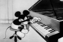 piano / Especially interested in mechanism of the instrument as well as position of arms and fingers relative to keyboard.