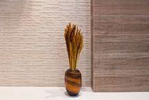 Pamesa | Linha Eko / A consagrada linha rústica com sistema de encaixe, em que diversos tipos de mármores, pedras e cimentos podem ser combinados com harmonia.