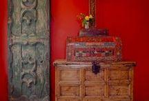 Granada - red / Espacios interiores con matices rojos.