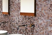 Mosaici bagno / Per un bagno con un tocco in più, IPERCERAMICA ti propone nei suoi negozi una vasta scelta di MOSAICI DI VETRO PER IL BAGNO.
