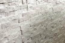 Pietra naturale / I rivestimenti in pietra naturale che trovi nei negozi IPERCERAMICA sono l'ideale per dare un tocco diverso alla tua casa, sia in interni che in esterni.