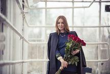 B L O M / Vår senaste kollektion är inspirerad av Sveriges olika landskap presenterat i form av Yviga Vildmarker, Bohemiska Ängsmarker samt Sobra Lyxmarker. Buketterna är arrangerade utifrån vår filosofi om att blommor inte bara är vackra, utan även är en upplevelse.
