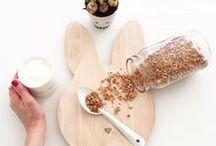 Porzellan und Holzbrettchen / Porcelain and wooden trays / Kaffee, Kakao und Tee schmecken nur aus der Lieblings- Porzellantasse.