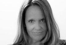 Esther Kroes / Als oprichter en managing director van ons bureau voel ik me met alles wat er speelt altijd zeer nauw verweven. Als strateeg houd ik me bezig met de inhoud en zit met klanten om tafel om samen een online koers te bepalen en ze te leren om anders naar de online wereld  te kijken. Meest uitdagende aspect hiervan is het zien te overtuigen van de noodzaak tot wenden of aanpassen van hun bestaande koers zonder te overladen met vakjargon. Elke dag is anders en daar doe ik het voor.