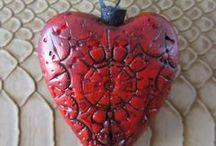 Handmade Urn Jewelry / The loss of someone close to you is typically followed by a myriad of decisions and choices that need to be made. Having a cremation jewelry urn that holds a tribute to your loved one can be a vital decision to make. It may help you through the grieving process and with moving forward with your life. A cremation jewelry urn is the smallest size of urns. These urns are really just specially designed jewelry that have an inner chamber to hold a tiny portion of cremation ashes.
