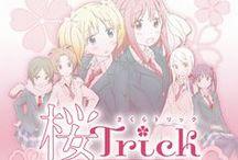 """Sakura Trick / La historia gira en torno a Yu y Haruka, dos chicas que van a un instituto que tiene previsto cerrar tres años después. Para compartir """"algo especial"""" entre ellas se dan un beso, y a partir de ese momento su relación irá fortaleciéndose cada vez más"""