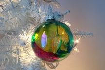 DIY Ornaments / We're getting in the holiday spirit with lots of ornament ideas!
