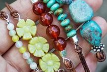 Make-It-Yourself Jewelry / Lots of ideas to make some unique jewelry ... as a gift to a friend, or just for you!