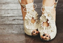 Shoes / by Eglantine .