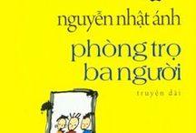 Tác giả Nguyễn Nhật Ánh  / Nguyễn Nhật Ánh là tên và cũng là bút danh của một nhà văn Việt Nam chuyên viết cho tuổi mới lớn. Tác phẩm đầu tiên in thành sách là một tập thơ: Thành phố tháng tư (NXB Tác phẩm mới - 1984 - in chung với Lê Thị Kim). Truyện dài đầu tiên của ông là tác phẩm Trước vòng chung kết (NXB Măng Non, 1985).  Xem thêm các tác phẩm của nhà văn Nguyễn Nhật Ánh tại: http://www.vinabook.com/tac-gia/nguyen-nhat-anh-i15512
