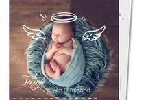 Die Taufe / Die Taufe ist wohl das erste große Ereignis im Leben eines Kindes. Zum ersten Mal steht eurer Engel im Zentrum der Aufmerksamkeit und wird feierlich in die Gemeinschaft der Christen aufgenommen. Wir zeigen euch hier ein paar Dinge auf die ihr achten solltet. Von einer stimmungsvollen Einladungskarte bis hin zu den süßesten Dankeskarten. Lasst euch inspirieren und beflügeln…