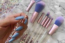Makeup brushes/