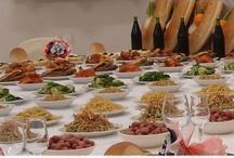 Le Tavole di San Giuseppe / Le tavole hanno un significato simbolico e vengono allestite nelle case e nelle piazze dei comuni della provincia di Taranto, Brindisi e Lecce. Inviateci le vostre foto e le posteremo in questo board.   Per saperne di più su questo evento della tradizione pugliese, visitate il nostro sito: http://www.pugliaevents.it/it/gli-eventi/i-falo-e-le-tavole-di-san-giuseppe