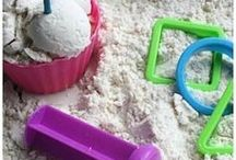Toddler Activities / Awesome activities for toddlers. Sensory play, fine motor skills, and so many other fun things.