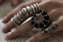 jolie bijoux / by Marianne Roux