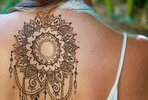 Sexy Henna designs / Ideas for sexy henna. For pregnancy photography or back henna. Herbal and natural henna designs to try.