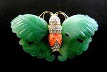:*¨¨*:•❀Magia delle Farfalle❀•:*¨¨*: / Simbolo di libertà e grazia, il leggiadro volo di farfalla  sull'abito della festa....