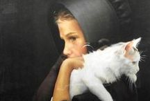 Cats on paintings