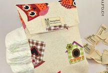 KANGURINES - Bolsas porta pañales / ¿Cansado de llevar tus pañales en una bolsa de plástico? Con nuestras bolsas porta pañales podrás llevar de 4 a 6 pañales de manera cómoda, higiénica y original cada vez que salgas a la calle con tu bebé. Además, puedes personalizarlas con el nombre del bebé. No lo dudes y elige el diseño que más te guste: #bolsaportapañales #guardarpañales #diaperbag #canastilla #handmade #hechoamano #fundaparapañales #estuchepañales #maternidad #regalonacimiento #babyshower