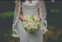 Bridal bouquets & wedding flowers / Inspiration for wedding flowers like bridal bouquets, boutonnieres and centerpieces.